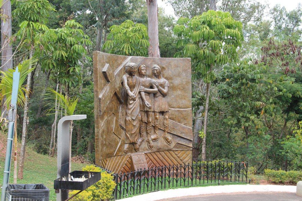 Esculturas Morro do Cruzeiro - Aparecida Rohedama Hotel